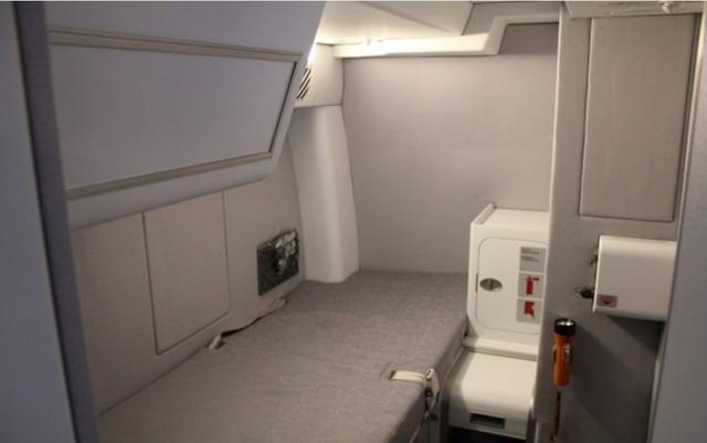 Phòng ngủ của phi công trên chiếc Airbus A380 của hãng Lufthansa.