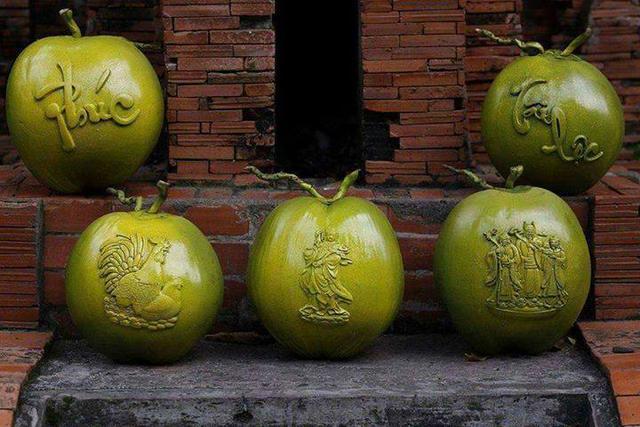 Dừa điêu khắc trưng Tết đang gây sốt trên thị trường