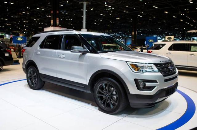 Hàng loạt mẫu xe đại hạ giá cả trăm triệu đồng để xả hàng.