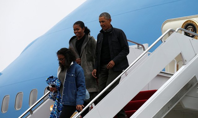 Gia đình Obama trở về Washington trưa ngày 2/1. Ảnh: Reuters.