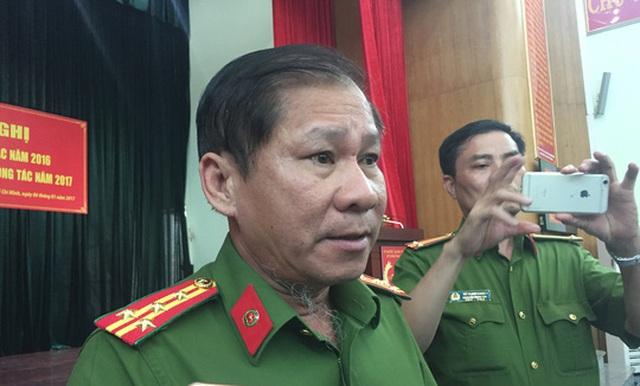 Đại tá Lê Tấn Bửu - Giám đốc Cảnh sát PCCC TP HCM trả lời phóng viên về việc trang bị trực thăng chữa cháy.