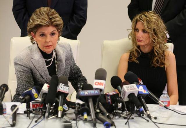 Cô Summer Zervos (phải) và luật sư, bà Gloria Allred. Ảnh: REUTERS