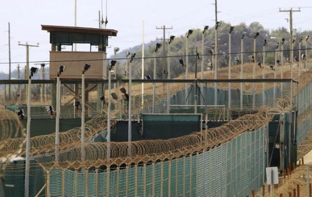 Ảnh chụp bên ngoài khu nhà tù Camp Delta của hải quân Mỹ ở vịnh Guantanamo vào năm 2013. Nguồn: Reuters