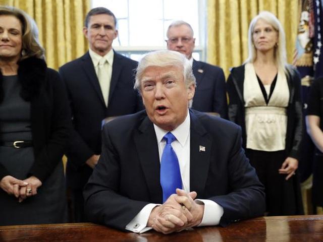 Sắc lệnh mới ký của Tổng thống Trump làm dấy lên những cuộc biểu tình phản đối ở khắp nước Mỹ. Ảnh: AP