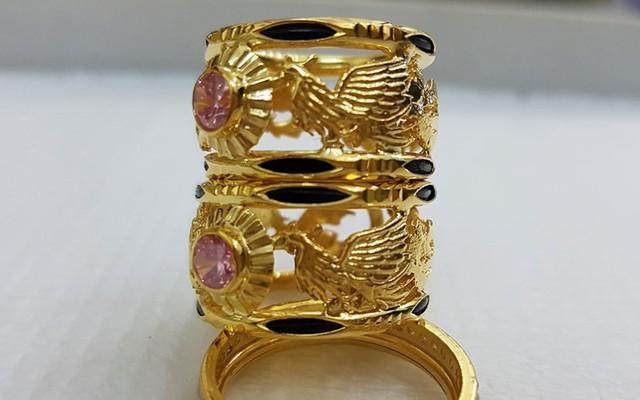 Nhẫn lông đuôi voi được cho là tác dụng cầu may, cầu tài lộc, tránh bị cảm gió gió, kỵ gió,..... cho người đeo (Ảnh: KT)
