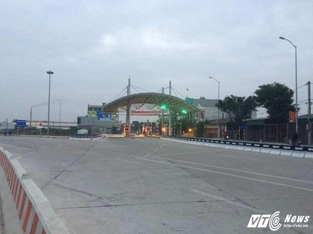 Trạm thu phí BOT K13+250 đường 39B xây dựng cách nhà dân chỉ chưa đầy 2m. Ảnh L.T.Thắng