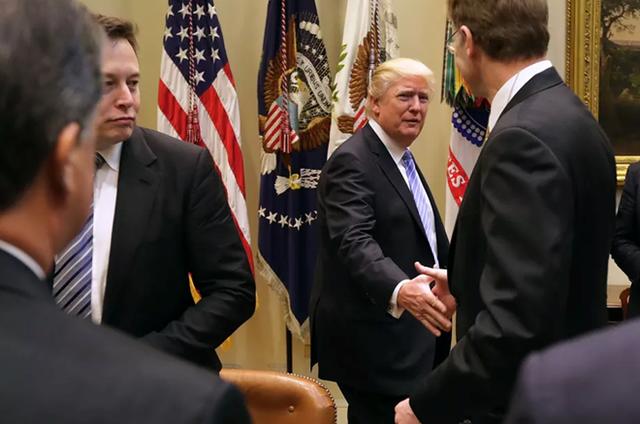 Elon Musk trong một buổi gặp gỡ với tổng thống Donald Trump. Ảnh: Getty Images.
