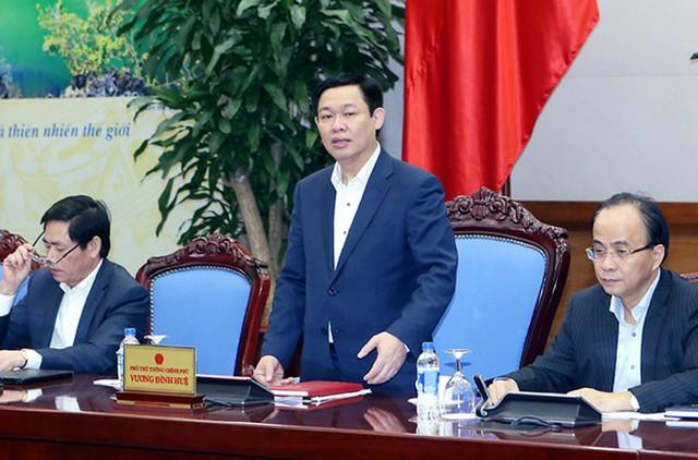 Phó Thủ tướng Vương Đình Huệ đặt ra 6 câu hỏi về doanh nghiệp. Ảnh: Nhật Bắc