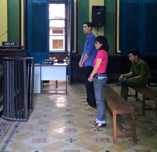 Hòa và Hương tại phiên sơ thẩm 10-2