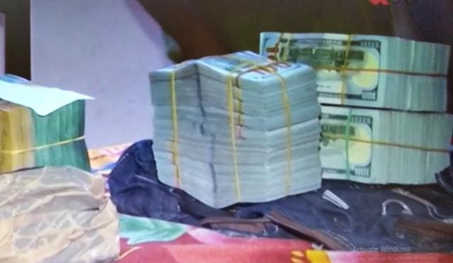 340.000 USD và 110.000 AUS của ông Trương đã bị công an tạm giữ. Ảnh: Nhật Tân.