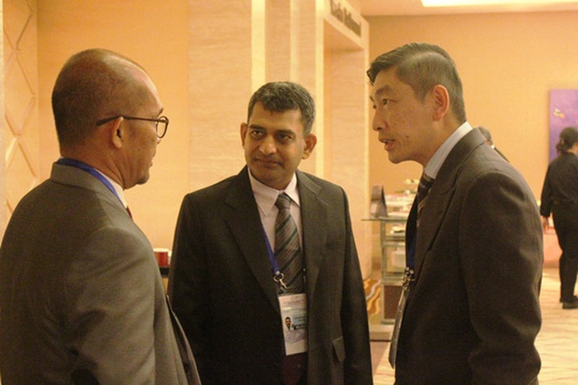 Các đại biểu Nhóm công tác chuẩn bị ứng phó khẩn cấp thiên tai của APEC trao đổi thông tin