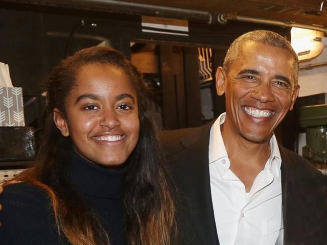 Ông Obama và con gái Malia Obama. (Nguồn: abcnews)