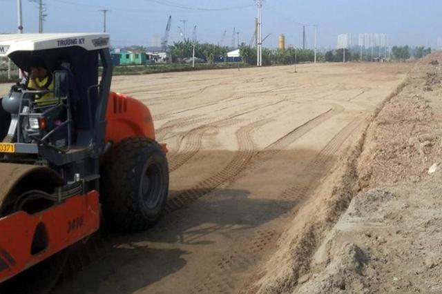 Dự án cao tốc Bắc Giang – Lạng Sơn có chiều dài 64 km quy mô với 4 làn xe với tổng mức đầu tư là 11.765 tỷ đồng theo hình thứ BOT. Dự án được khởi công từ tháng 10/2015 và kiến hoàn thành trước 31/12/2018.(Ảnh: Anh Minh)