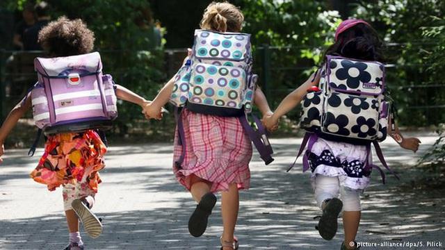 Ở Đức, trẻ bắt buộc phải đi học khi đã đủ 6 tuổi và trải qua 10 năm mài dũa trên ghế nhà trường.
