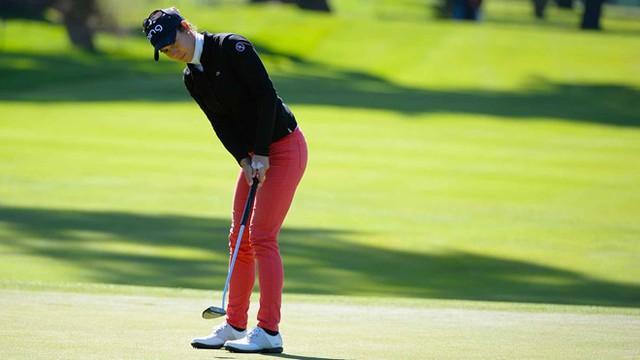 Quần chơi golf thường làm bằng vải kaki, co giãn, ít nhàu. Ảnh: Lpga.
