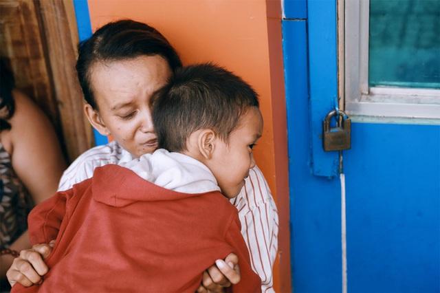 Câu chuyện của hai mẹ con nhóc Đạt đã khiến nhiều người xúc động.