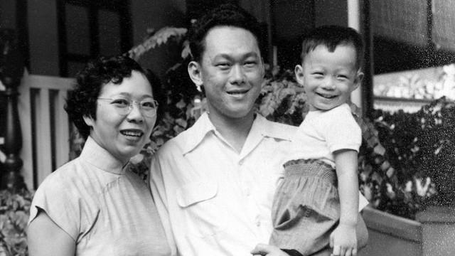 Thủ tướng Singapore Lý Hiển Long sinh ngày 10/2/1952, là con cả của vợ chồng cố thủ tướng và là cha đẻ nước Singapore hiện đại, ông Lý Quang Diệu. Ông sắp có chuyến thăm chính thức lần thứ ba tới Việt Nam trên cương vị thủ tướng, từ ngày 21 đến 24/3. Ảnh: Facebook Lý Hiển Long.