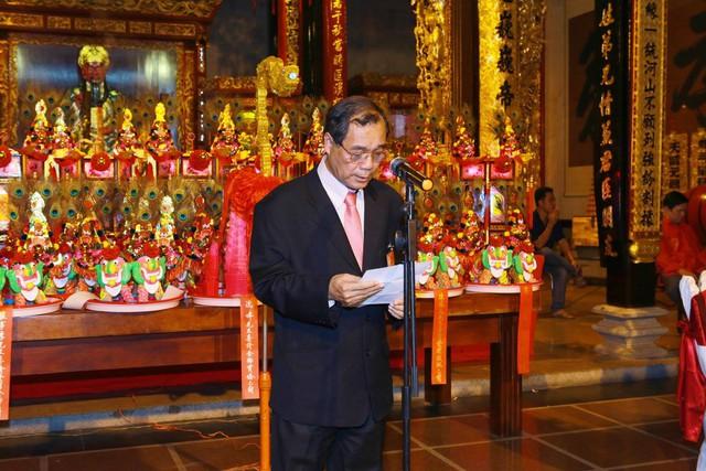 Ông Trầm Bê trong hiện là Trưởng ban quản trịtại Hội quán Nghĩa An (còn gọi là Chùa Ông) quận 5, TP HCM