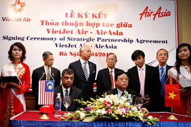 Lễ ký kết năm 2010 giữa AirAsia và Vietjet Air.