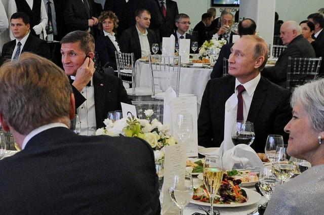 Ông Flynn (trái) có thể sẽ không được miễn truy tố về quan hệ với Nga. Ảnh: Reuters