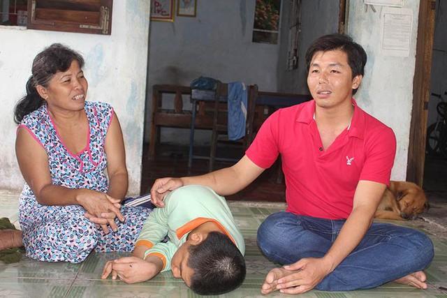 Anh Lâm Hoàng Sơn - Phó Chủ tịch MTTQ xã Vị Tân (TP Vị Thanh) cho biết, với mức thu nhập chỉ hơn 1 triệu đồng/tháng thì không thể lo cho cuộc sống gia đình