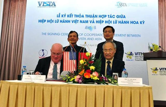 Ký kết thỏa thuận hợp tác giữa đại diện Hiệp hội lữ hành hai nước