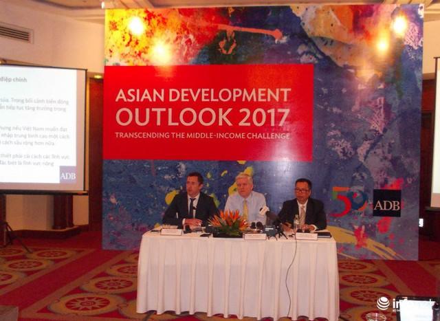 Họp báo công bố Báo cáo Triển vọng phát triển Châu Á của ADB sáng 10/04/2017.