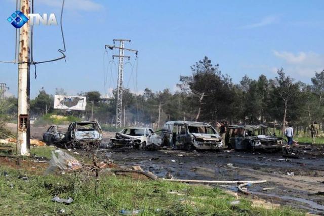 Sức mạnh vụ nổ khiến nhiều xe ô tô gần đó cháy rụi.