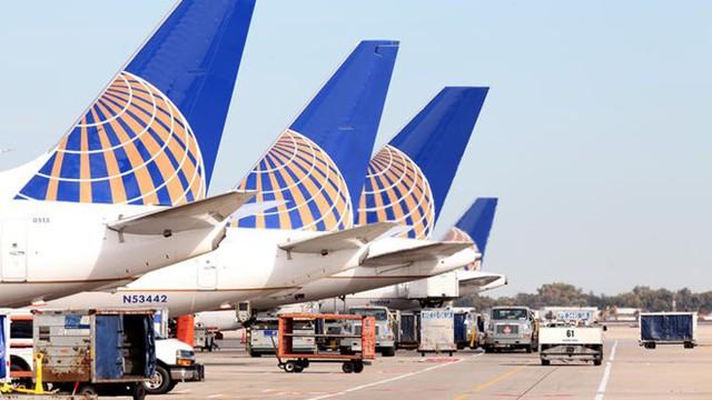 Máy bay của hãng United Airlines đậu tại sân bay OHare ở Chicago, bang Illinois, Mỹ. Ảnh: Chicago Tribune.