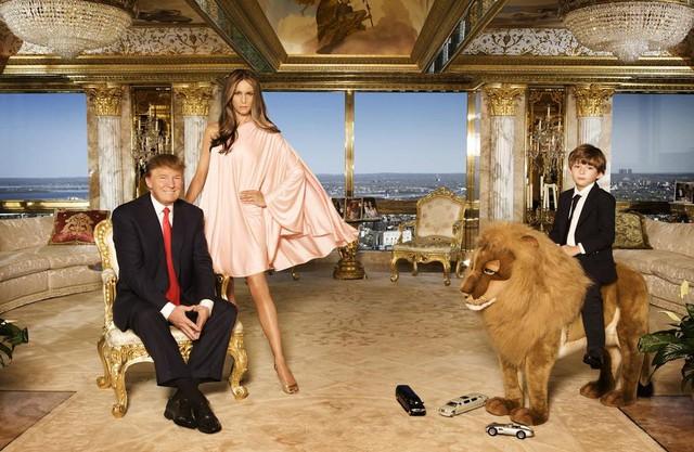 Chân dung tổng thống Donald Trump, đệ nhất phu nhân Melania và đệ nhất công tử Barron (chụp năm 2010)
