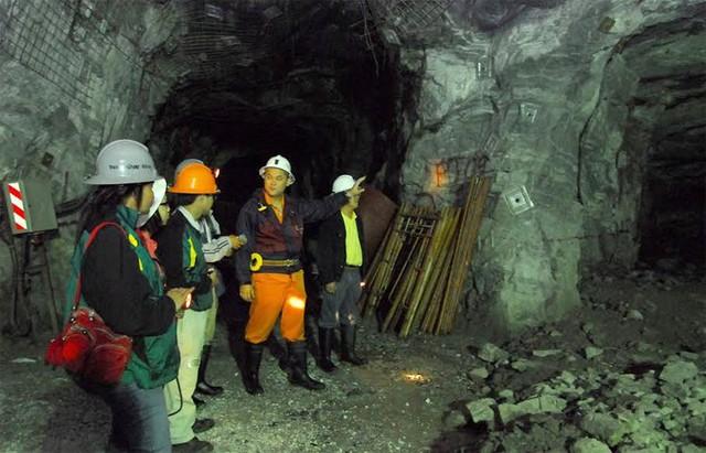 Một hầm lò khai thác tại mỏ Đắk Sa của đại gia vàng Bồng Miêu