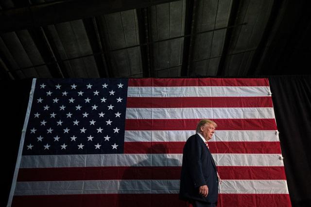 Tổng thống Mỹ Donald Trump trong một phút trầm ngâm. Ảnh: NYTimes