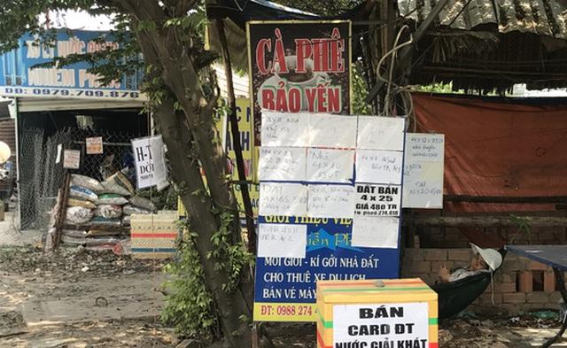 """Nhiều người làm """"cò"""" đất để kiếm thêm thu nhập ở xã Vĩnh Lộc B, huyện Bình Chánh, TP HCM."""
