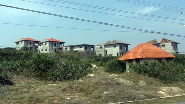 Một khu du lịch bị bỏ hoang nhiều năm do dự án cảng Kê Gà.
