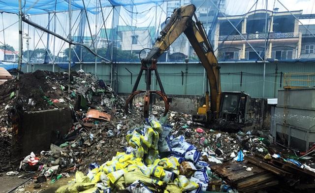 Khoảng 22 tấn phân bón trị giá 300 triệu đồng không đảm bảo chất lượng bị tiêu hủy.