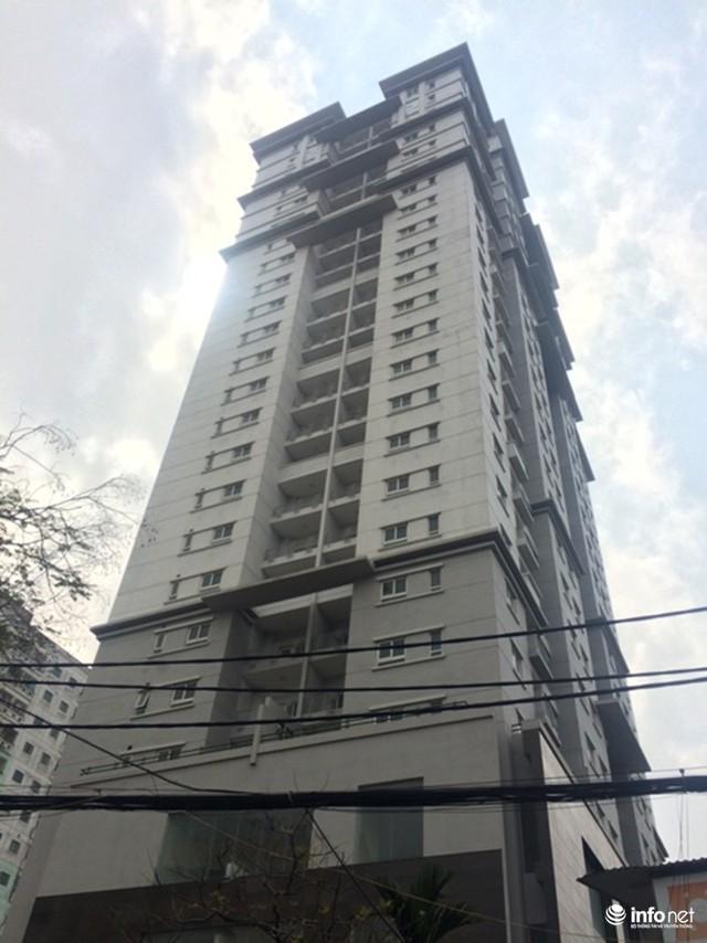 Khoảng 150 căn tái định cư ở phố Tạ Quang Bửu (Hai Bà Trưng, Hà Nội) do Công ty CP Tu tạo và Phát triển nhà làm chủ đầu tư vẫn... bỏ hoang nhiều năm nay.