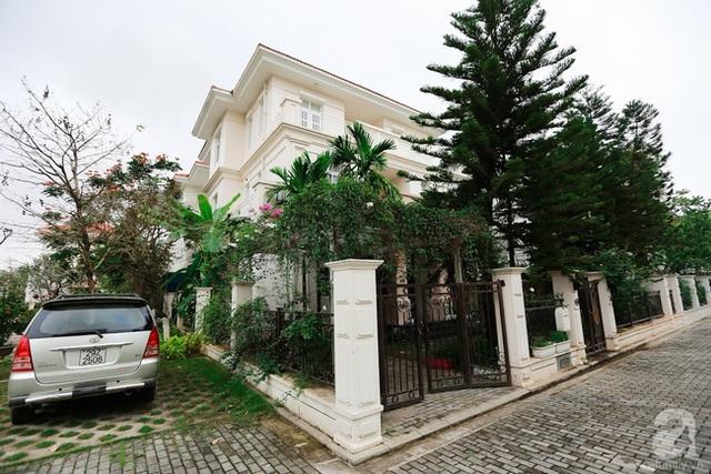 Căn biệt thự với diện tích 330m² đẹp bình yên bên vườn cây và hoa xanh mát.