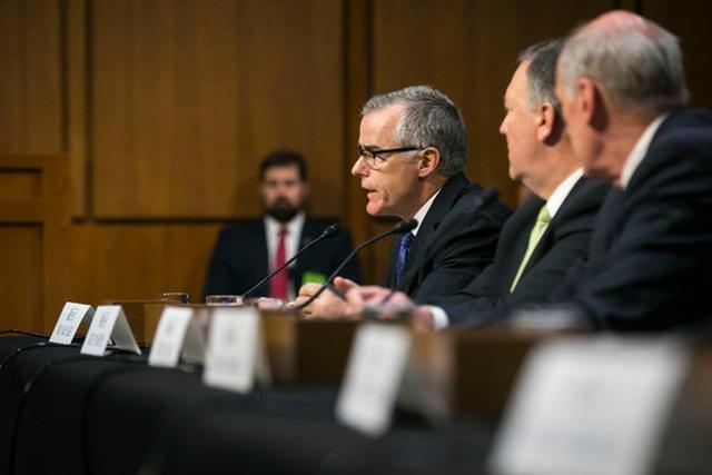 Quyền giám đốc FBI Andrew McCabe trong cuộc điều trần của Ủy ban Tình báo Thượng viện. Ảnh: New York Times