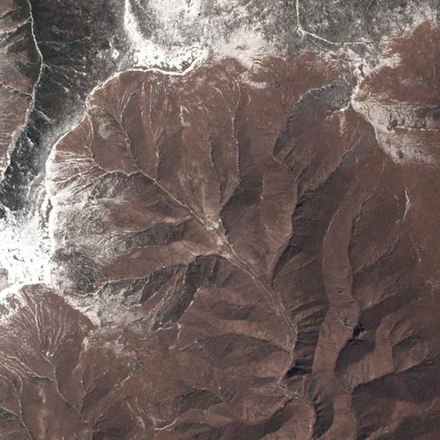 Các hình ảnh vệ tinh cho thấy kể từ sau 5 vụ thử hạt nhân vừa qua, Triều Tiên đã cho xây dựng thêm mạng lưới đường hầm, triển khai thiết bị và các hoạt động khác. Ảnh: VICE
