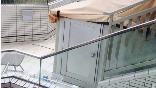 Người giúp việc Hồng Kông phải ngủ trong tủ và ban công. Ảnh: SCMP