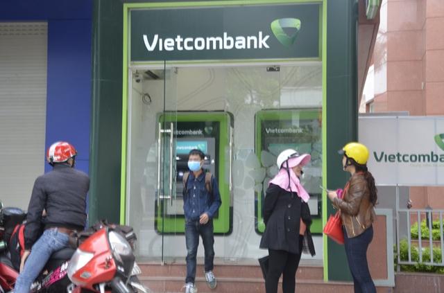 Khách sử dụng thẻ ngân hàng Vietcombank trình báo bị rút hơn 30 triệu đồng. (Ảnh minh hoạ)