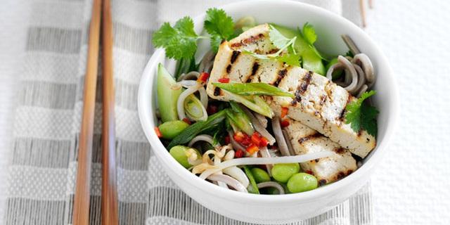 Người Nhật ăn rất nhiều cá và các loại rau xanh.