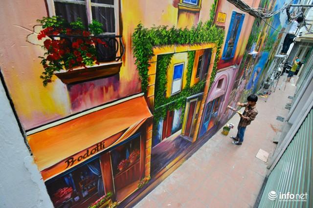 Bức tranh có chiều cao 5m, tổng diện tích khoảng hơn 50m2 được vẽ công phu, chi tiết tại ngõ 68 Yên Phụ.
