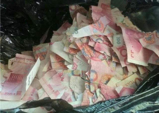 Số tiền lớn trở thành mảnh vụ... Ảnh: Weibo