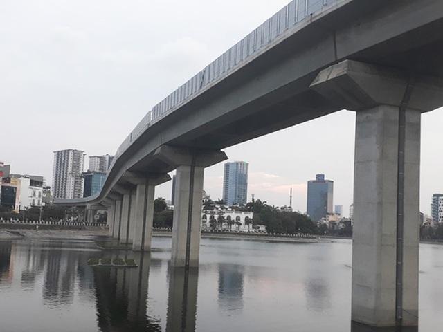 Dự án đường sắt trên cao Cát Linh - Hà Đông có nguy cơ chậm tiến độ do chậm vốn Ảnh: NGUYỄN HƯỞNG