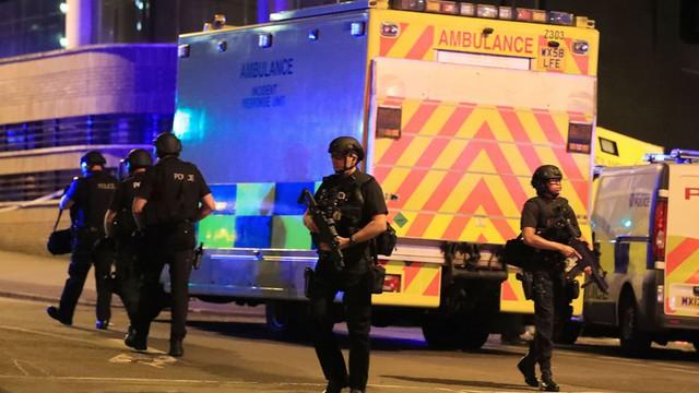 Cảnh sát Anh làm nhiệm vụ gần hiện trường vụ đánh bom tự sát ở sân vận động Manchester Arena vào đêm 22/5.