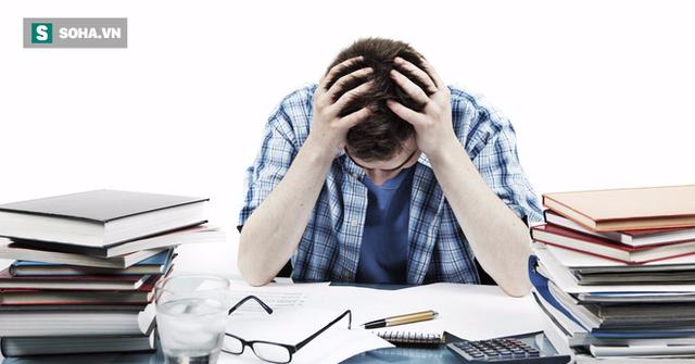Lượng công việc quá tải không chỉ ảnh hưởng tới tinh thần mà còn gây hại trực tiếp tới dạ dày của bạn. (Ảnh minh họa).