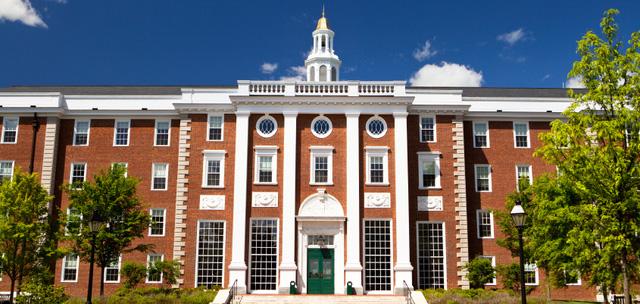 Đại học Harvard là nơi đào tạo nhiều tỷ phú, triệu phú nhất trên thế giới. Theo thống kê, số tỷ phú, triệu phú từng theo học đại học Harvard là 1.906 người, trong đó có những tỷ phú hàng đầu như Mark Zuckerberg, Bill Gates... Ước tính, tổng giá trị tài sản ròng của 1.906 người này lên tới 811 tỷ USD.