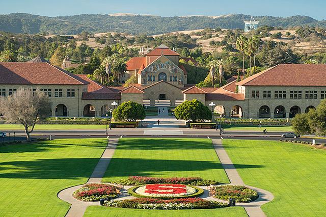 Đại học Stanford đã từng đào tạo 446 người giàu có, bao gồm Peter Theil, người đồng sáng lập PayPal và Founders Fund. Tổng tài sản ước tính của những người giàu có từng theo học ngôi trường này là 404 tỷ USD.