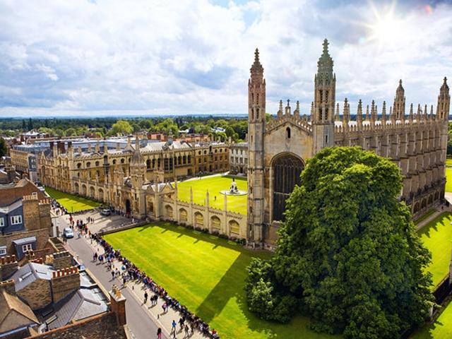 Đại học Princeton là nơi tỷ phú giàu thứ 2 thế giới Jeff Bezos, ông chủ của Amazon từng theo học. 330 người giàu có khác cũng từng học trường đại học này. Tổng tài sản của họ đạt khoảng 188 tỷ USD.
